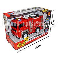 Пожарная машина Firefighter со световыми и звуковыми эффектами 1:20 (WY550A)