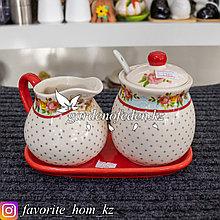 Чайный набор: Молочник и сахарница на подставке Материал: Керамика. Цвет: Разные цвета.