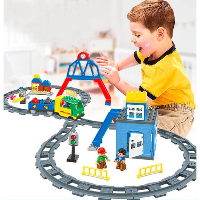 Железные дороги, автотреки, парковки.