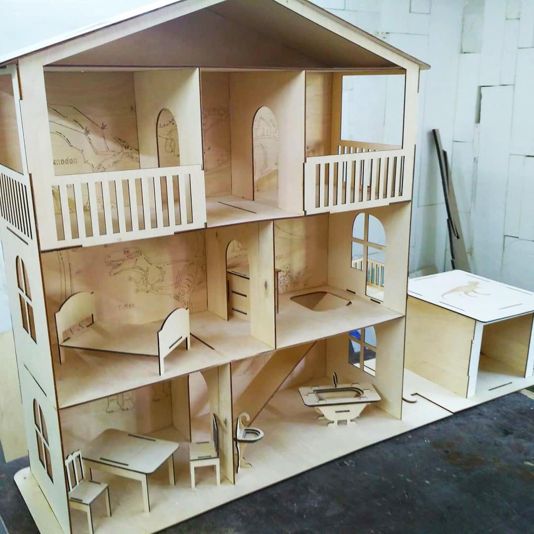 Большой кукольный эко домик с гаражом (в комплекте 7 предметов мебели)