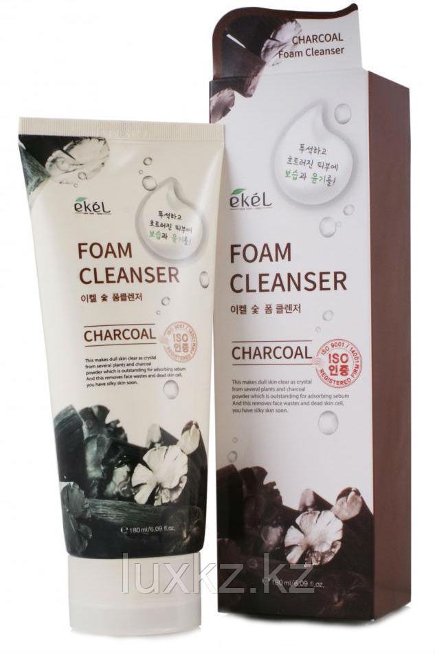 Пенка для умывания с древесным углем Ekel Charcoal Foam Cleanser