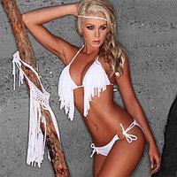 Белый купальник-бикини с кисточками на лифе