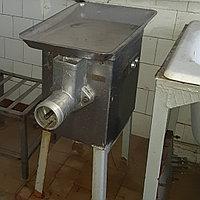 Мясорубка МИМ-300 на подставке б/у