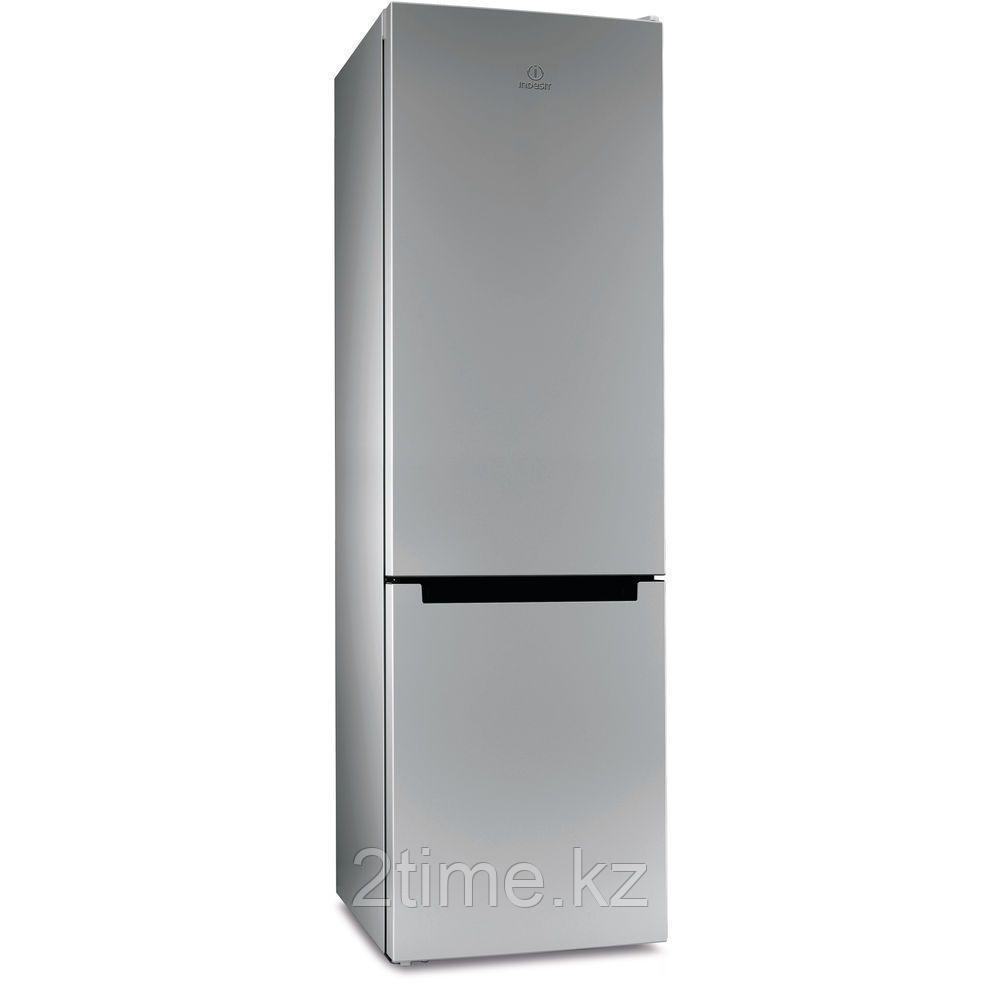 Холодильник Indesit DS 4200 SB двухкамерный