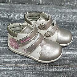 Ботинки бело-серебристые (в цветочек)