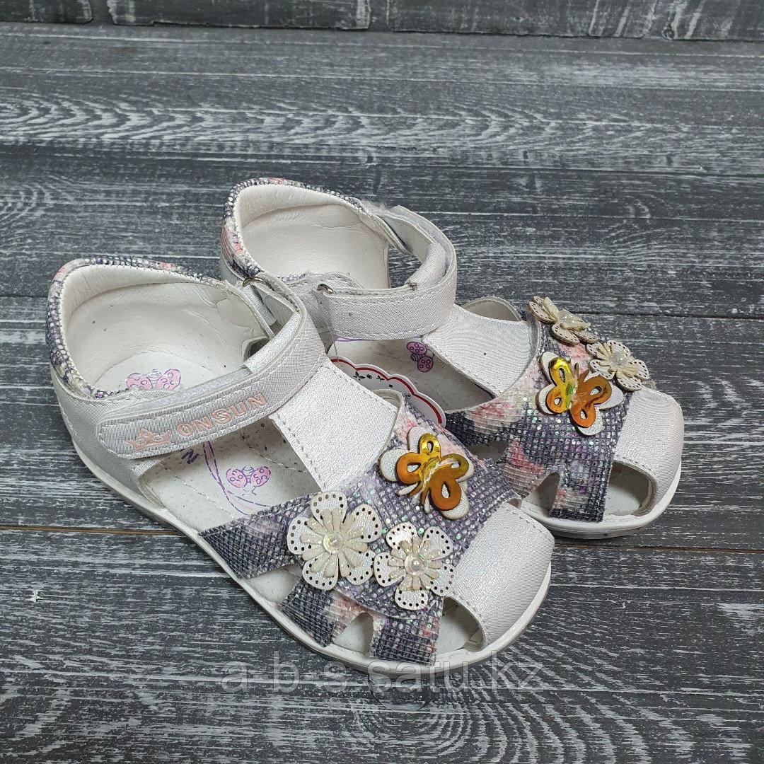 Закрытые сандалии (белые)
