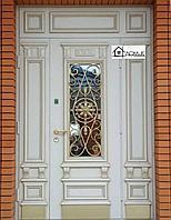Входная дверь белая с ковкой на заказ