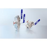 Моноблок с двумя типами клапанов для монтажа в ограниченном пространстве