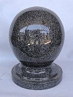 Шар из темно-серого гранита, диаметр 14 см.