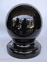 Шар из черного гранита, диаметр 14 см.