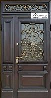 Входные двери с элементами ковки и стекла