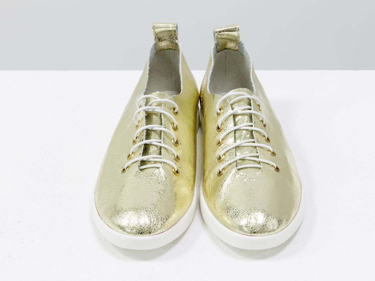 Невероятно легкие туфли-кеды из натуральной кожи золотого цвета на яркой белой подошве - фото 3