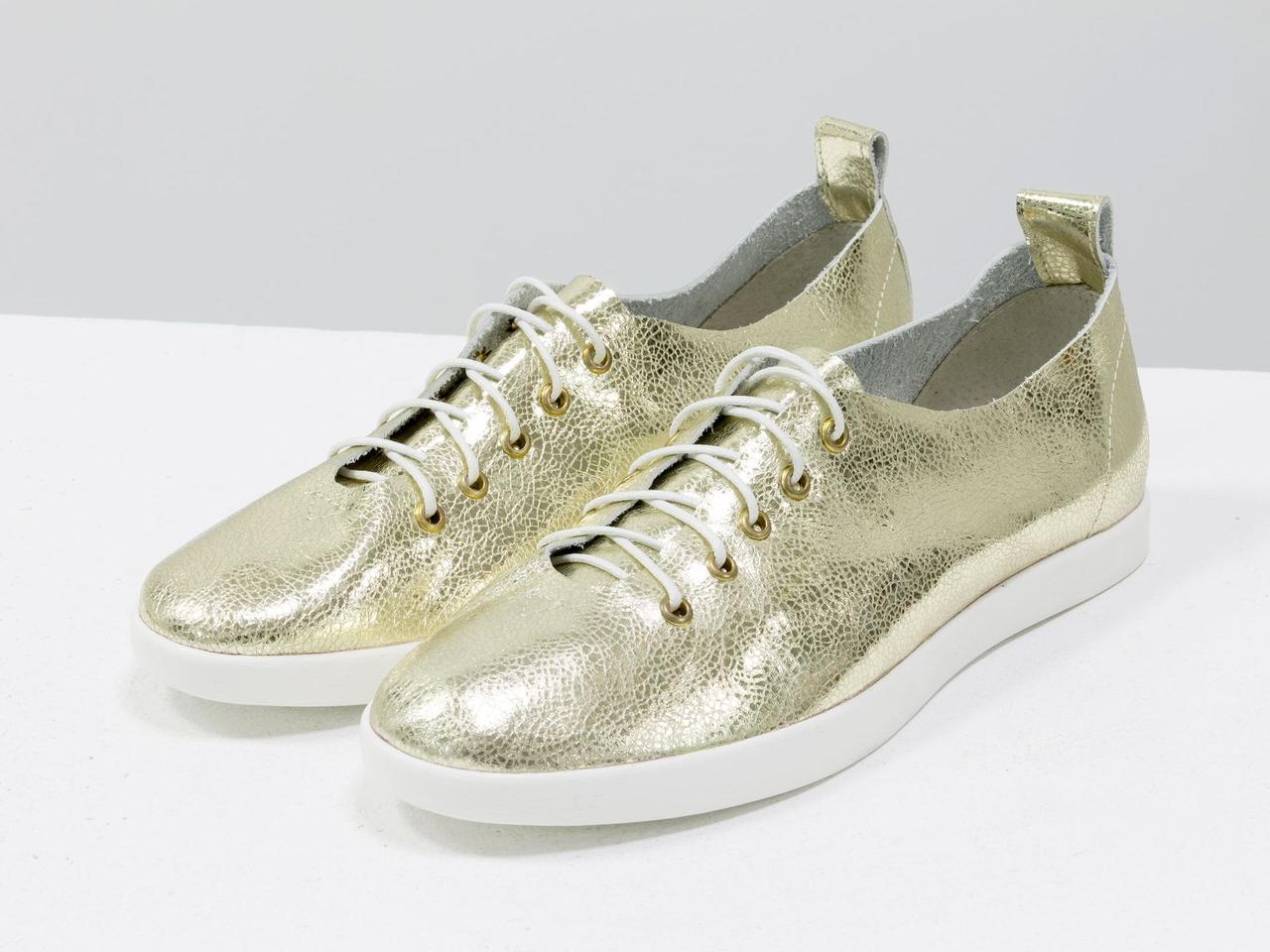 Невероятно легкие туфли-кеды из натуральной кожи золотого цвета на яркой белой подошве - фото 1