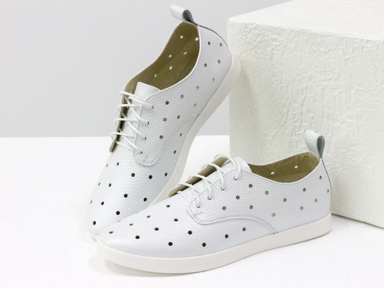 Легкие туфли из натуральной кожи белого цвета с перфорацией по всей поверхности 39 - фото 1