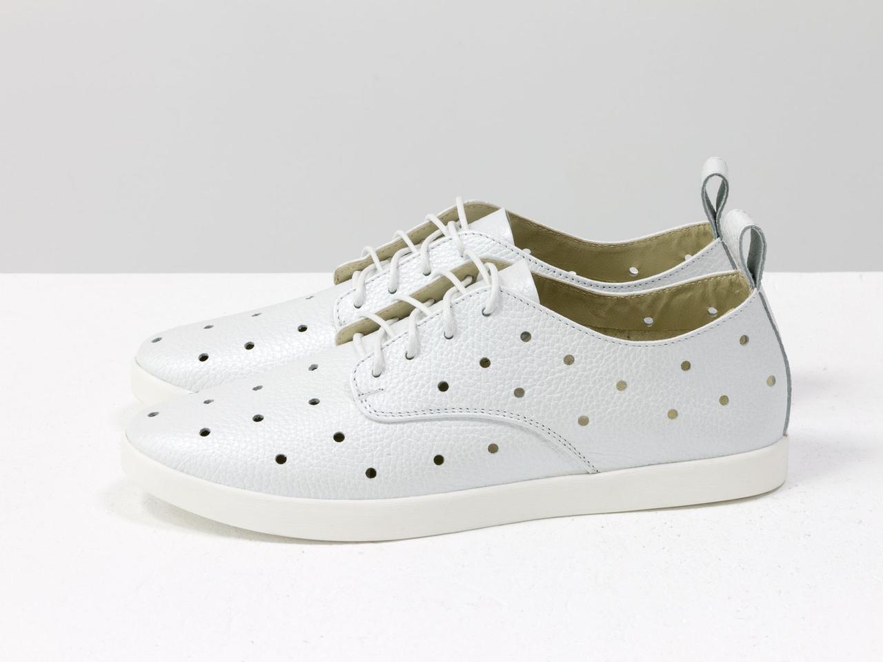 Легкие туфли из натуральной кожи белого цвета с перфорацией по всей поверхности 39 - фото 2