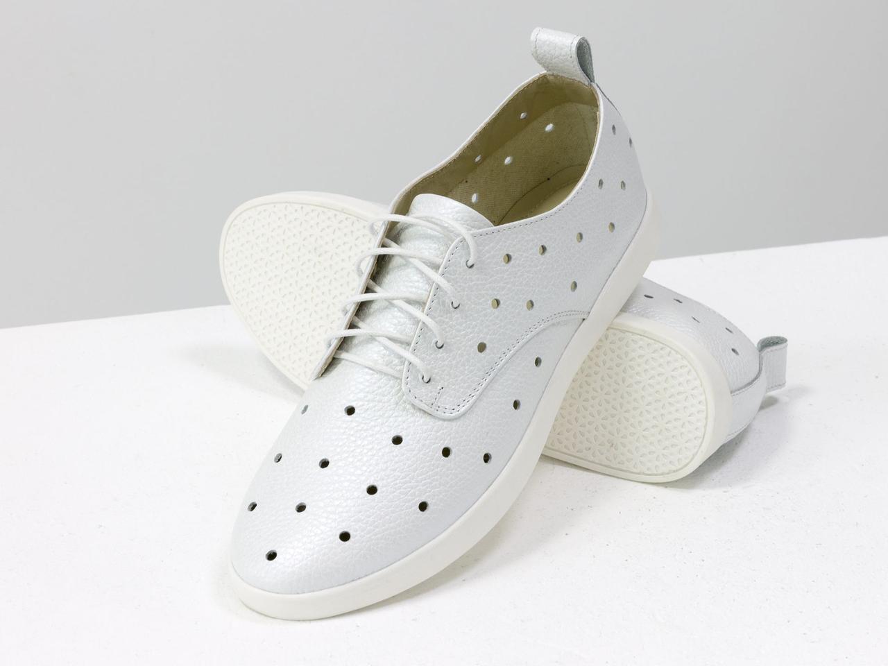 Легкие туфли из натуральной кожи белого цвета с перфорацией по всей поверхности 39 - фото 3