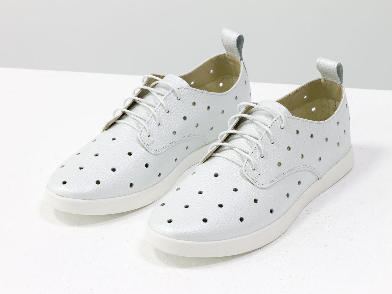 Легкие туфли из натуральной кожи белого цвета с перфорацией по всей поверхности 39 - фото 5
