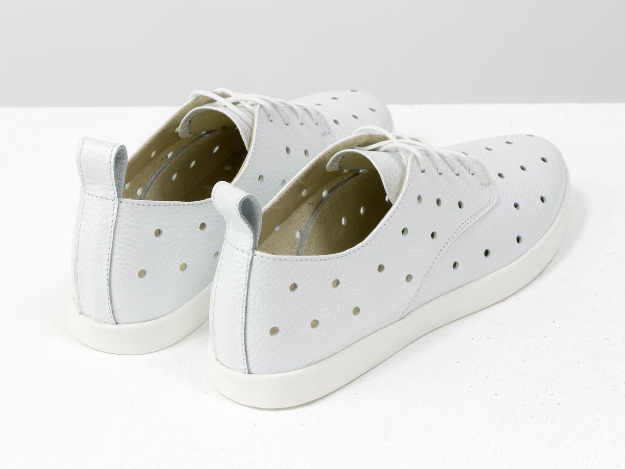 Легкие туфли из натуральной кожи белого цвета с перфорацией по всей поверхности 39 - фото 6