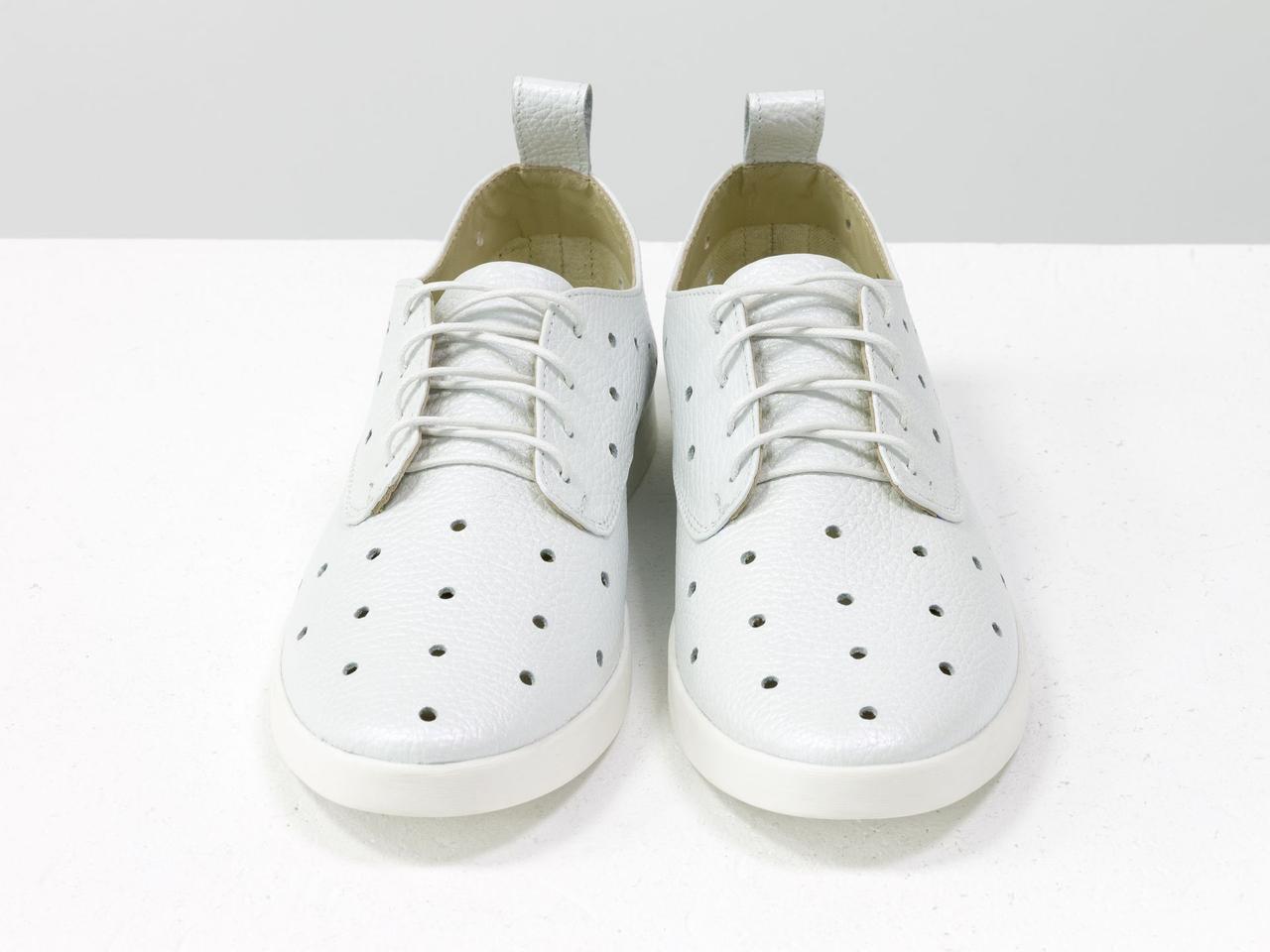 Легкие туфли из натуральной кожи белого цвета с перфорацией по всей поверхности 39 - фото 7