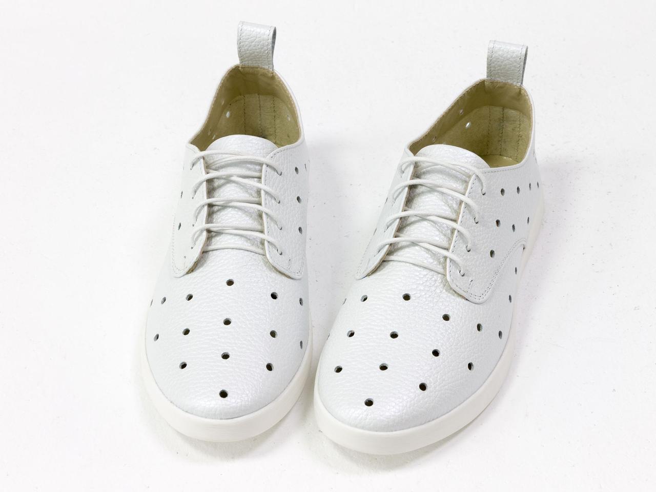 Легкие туфли из натуральной кожи белого цвета с перфорацией по всей поверхности 39 - фото 8