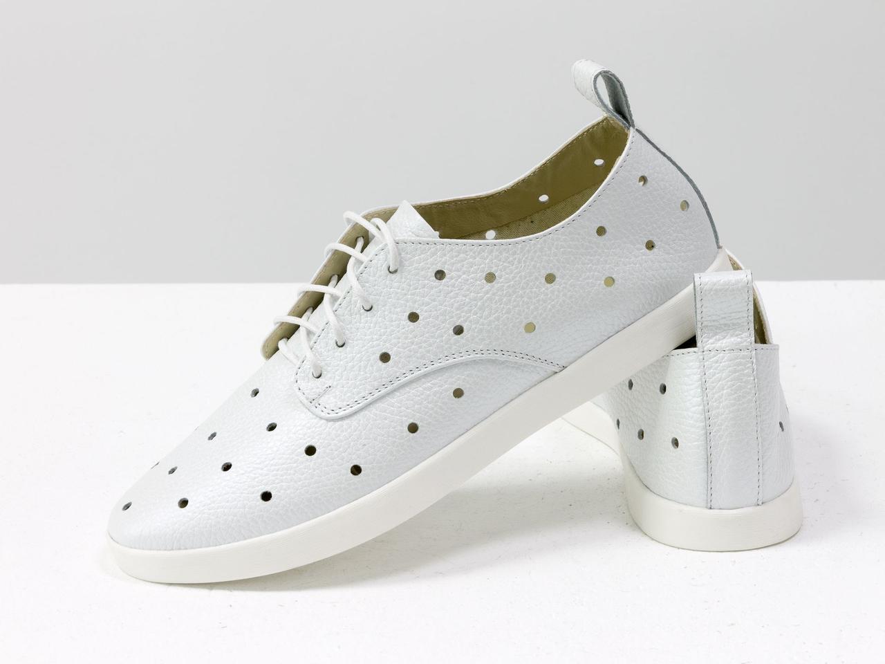 Легкие туфли из натуральной кожи белого цвета с перфорацией по всей поверхности 39 - фото 9