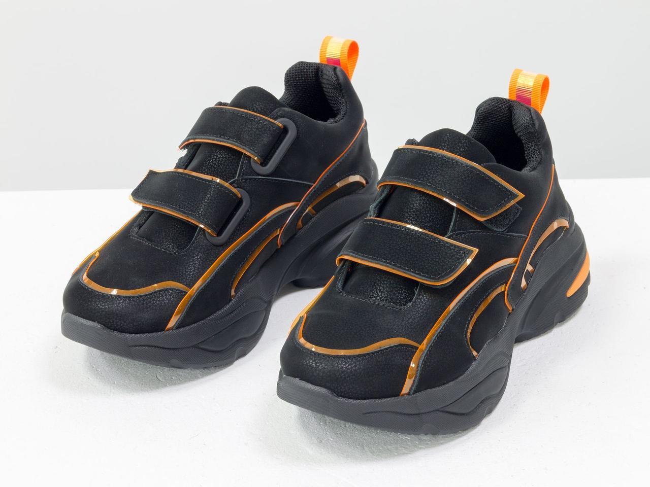 Яркие неоновые кроссовки на липучках из натуральной бархатной кожи черного цвета - фото 2