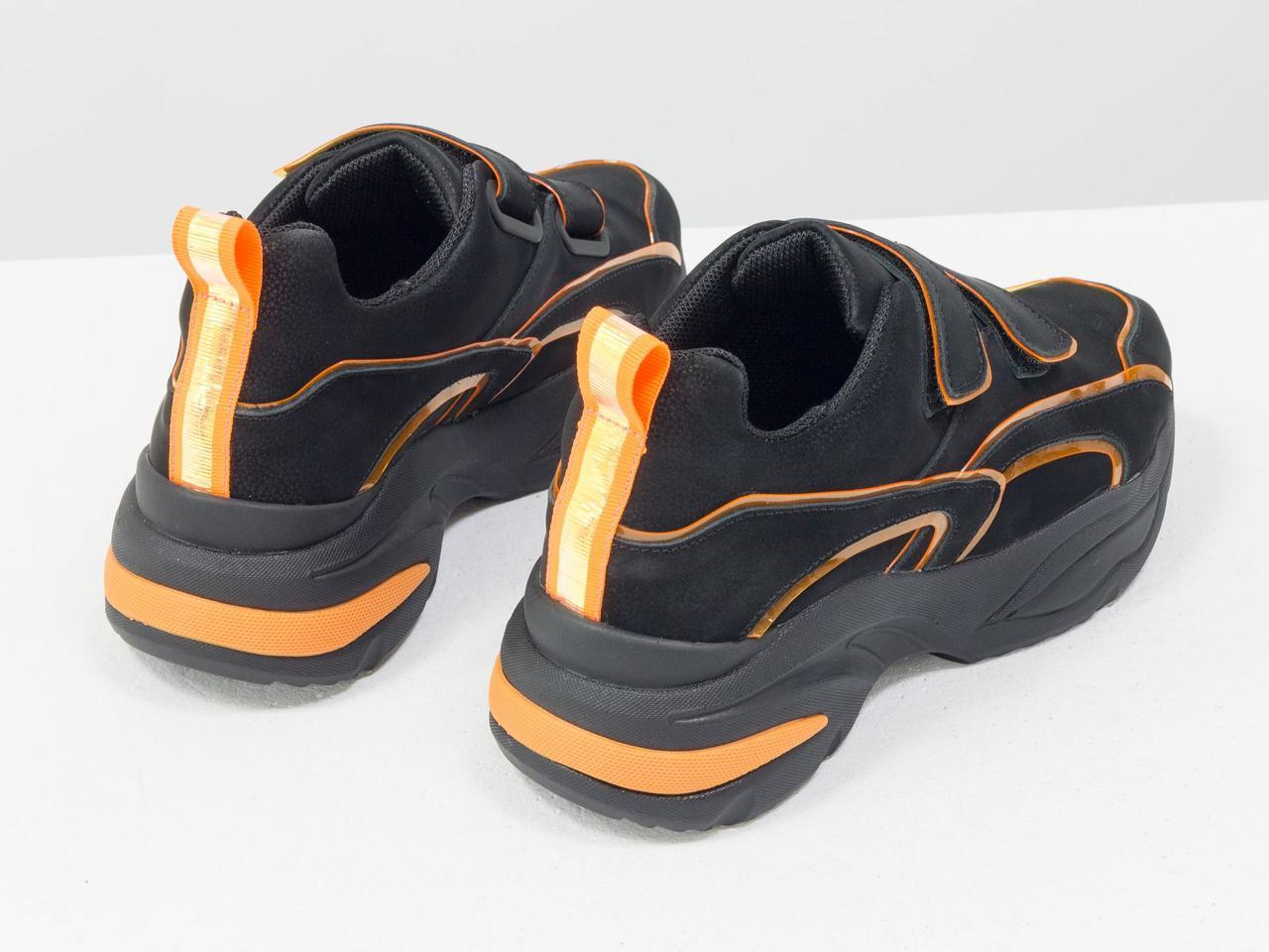 Яркие неоновые кроссовки на липучках из натуральной бархатной кожи черного цвета - фото 3
