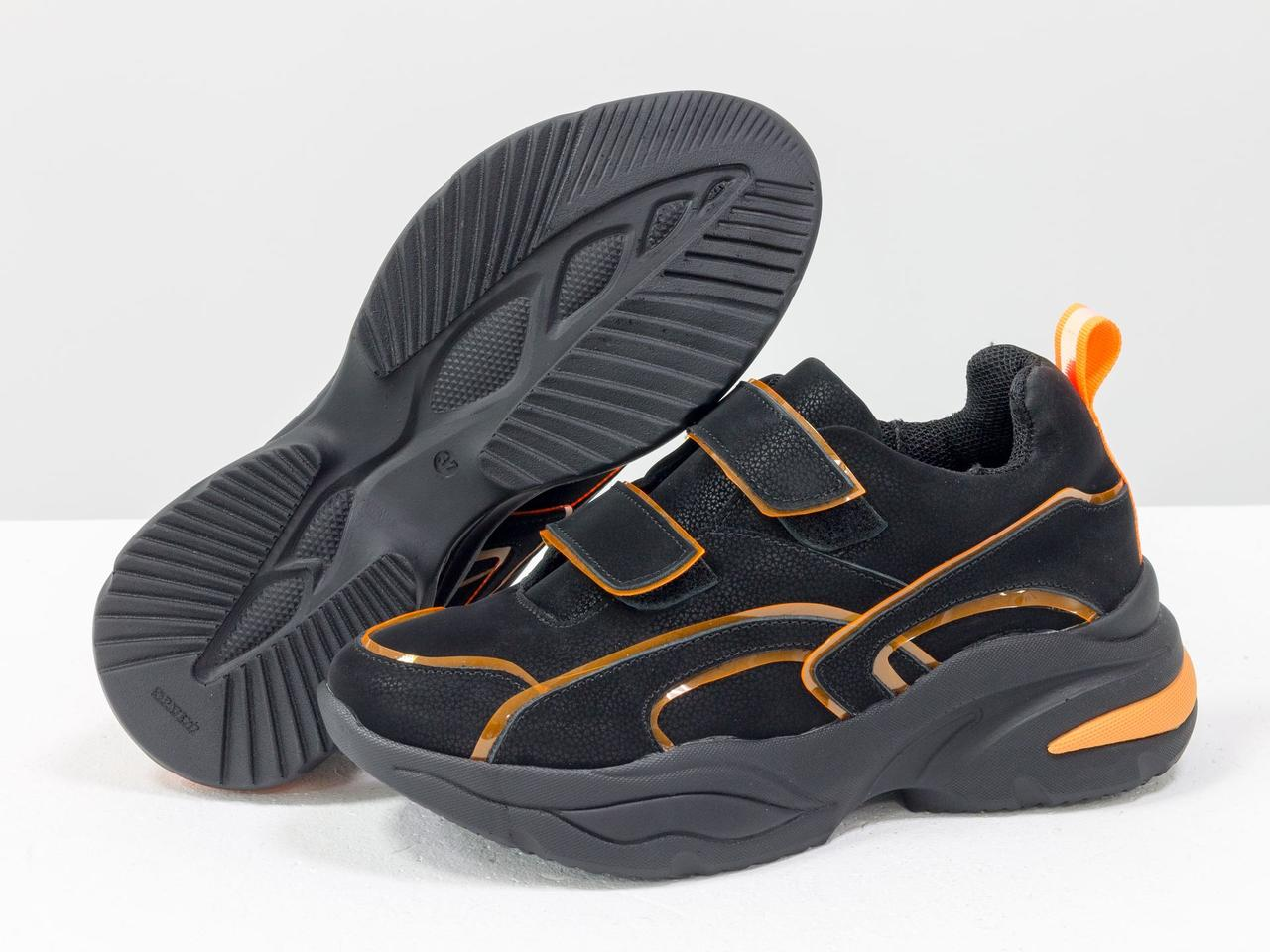 Яркие неоновые кроссовки на липучках из натуральной бархатной кожи черного цвета - фото 4