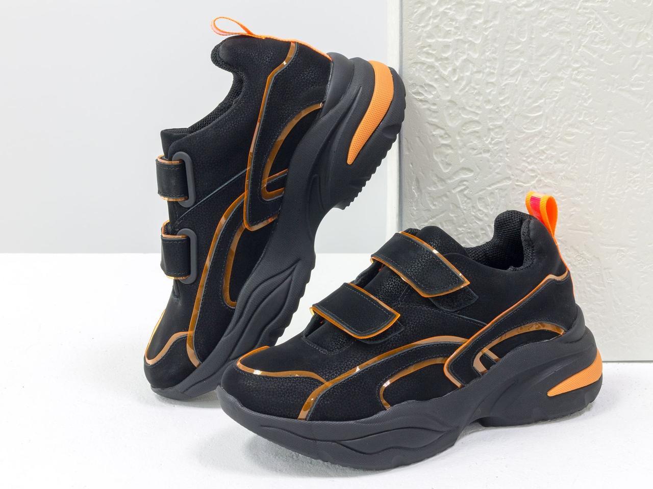 Яркие неоновые кроссовки на липучках из натуральной бархатной кожи черного цвета 38 - фото 1