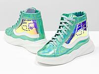 """Дизайнерские прозрачные ботинки из натуральной блестящей кожи голубой """"бензин"""" и белого цвета"""