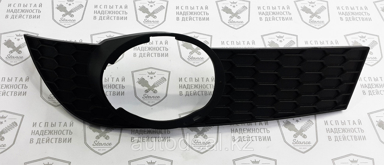 Рамка ПТФ правая Geely MK / Fog lights frame right side