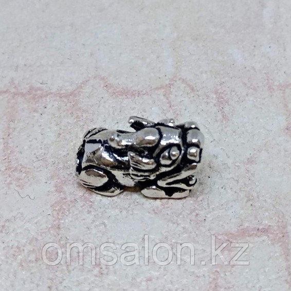 Бусина Снежный Лев (Пи Яо) из серебра, 13х6х8мм