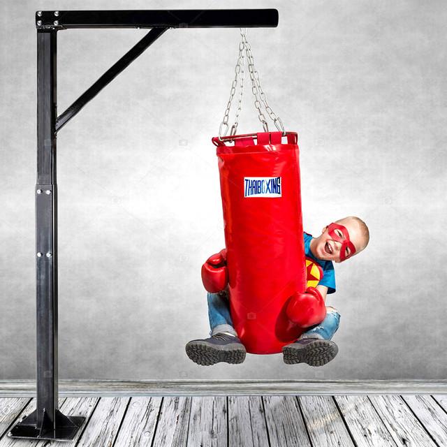 Бокс, боксерские груши и перчатки