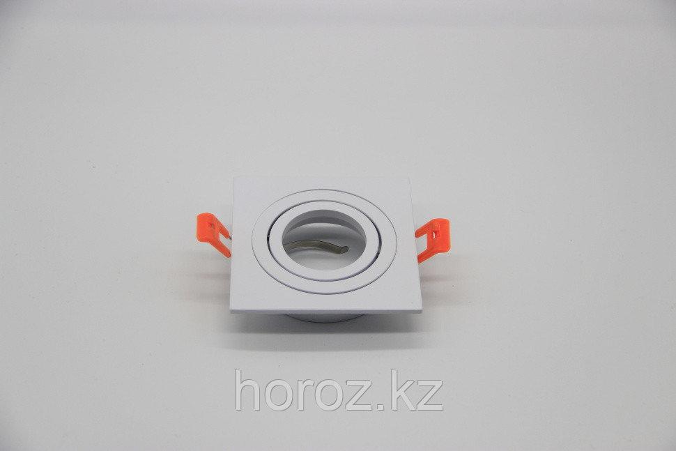 Встраиваемый поворотный спот квадрат белый металл со сменной лампой