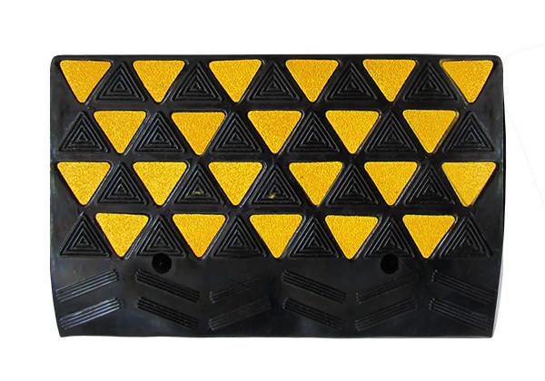 Cъезд с бордюра резиновый БС 200 (основной элемент)