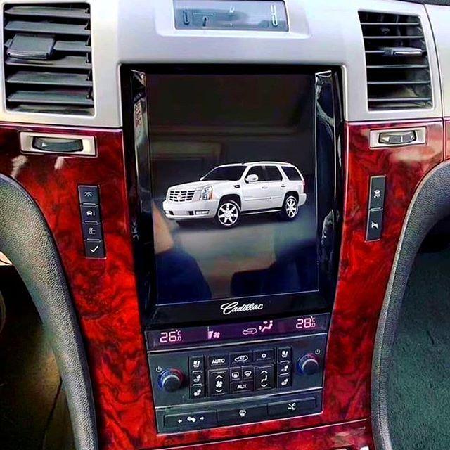 Монитор Тесла для Cadillac Escalade android