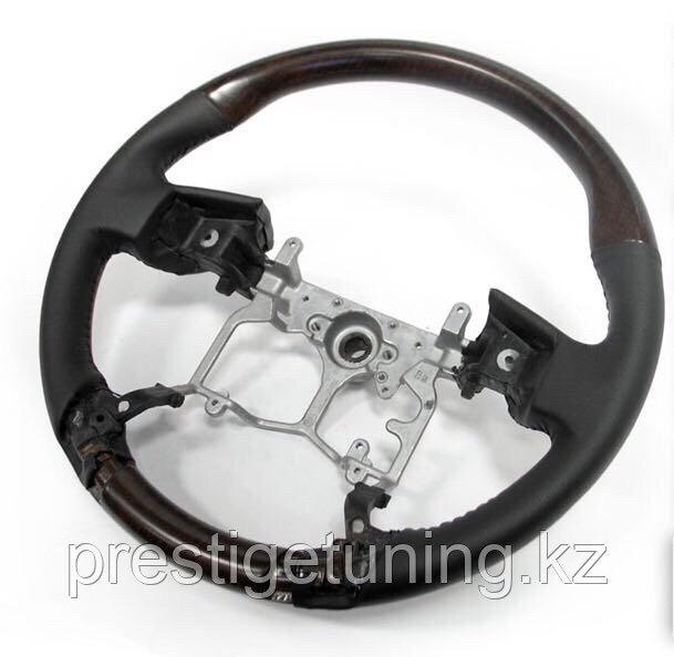 Руль с деревянными вставками на Prado 150 черного цвета 2010-17