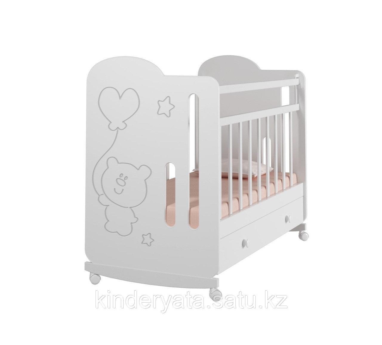 Детская кроватка ВДК Sweet Bear с маятником, с колесом