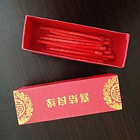 Спички красного цвета в подарочной упаковке.