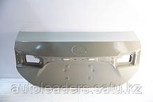 Крышка багажника с герметиком на Toyota Corolla 2013-16 гг.