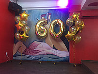 Цифра 60 в золотом цвете с шарами