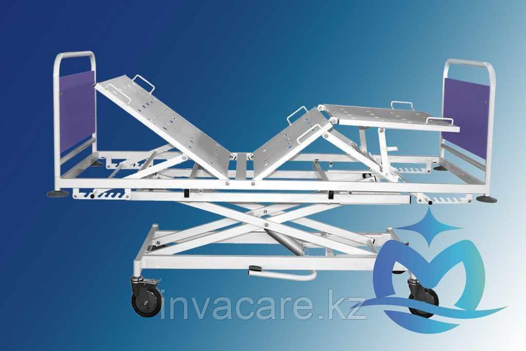 Кровать медицинская функциональная трехсекционная КМФ3г-02с механическим регулированием углов наклона секций с