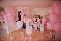 Оформление комнаты розовыми шариками на выписку с роддома