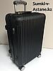 Средний пластиковый дорожный чемодан на 4-х колесах Longstar.Высота 63 см,ширина 42 см, глубина 22 см.