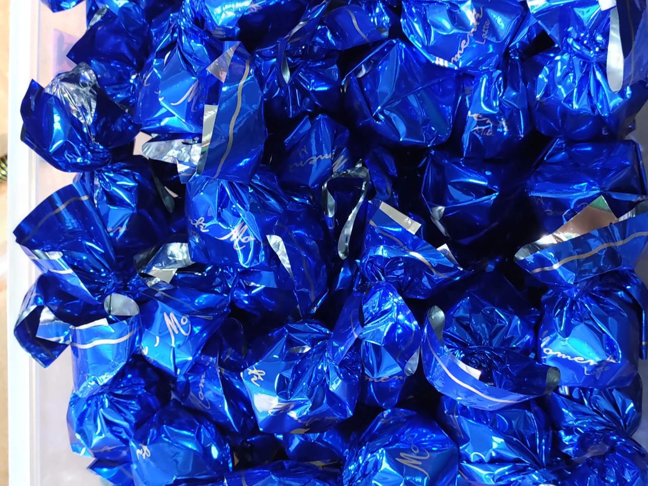 Шоколадные конфеты Momenti (Синие)  1кг