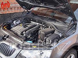 Упор капота Skoda Octavia A7 / Шкода Октавиа А7