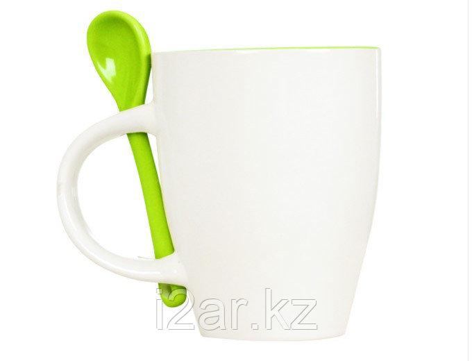 Кружка керамическая белая с зеленой ложечкой