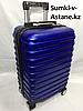 Маленький пластиковый дорожный чемодан на 4-х колесах Longstar.Высота 51 см, ширина 33 см, глубина 21 см.