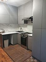 Кухонный гарнитур угловой. Минимализм. 1,5*5. Цвет - серый
