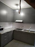 Кухонный гарнитур угловой. Темный, серый. 2*2,5. Под заказ